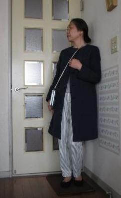 ストライプ柄パンツとユニクロのコートでご近所コーデ