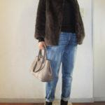 真冬のタートルネックセーター