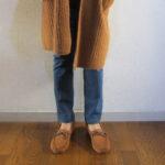 ユニクロウールリブニットコートとGUボアモカシンシューズで同色ブラウンコーデ